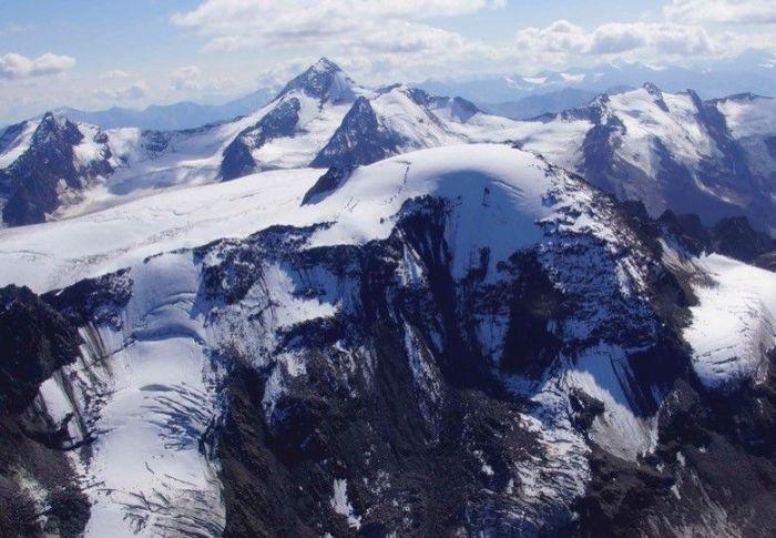 Yürüyüşçülerin Ötzi'nin buzda gizlenmiş mumyasına rastladığı Alp buzullarının konumu.