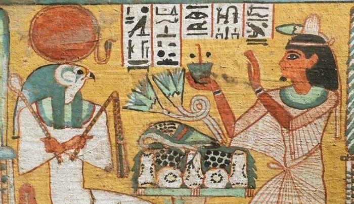 Gesso boyasıyla Aafenmut adında bir adamın dikilitaşı. MÖ 924–889.