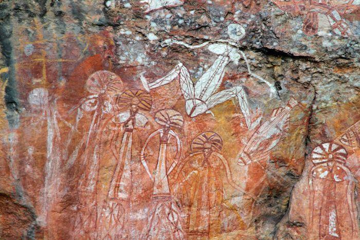 Kakadu Ulusal Parkı'ndaki Ubirr kayalarına çizilen gizemli figürler.